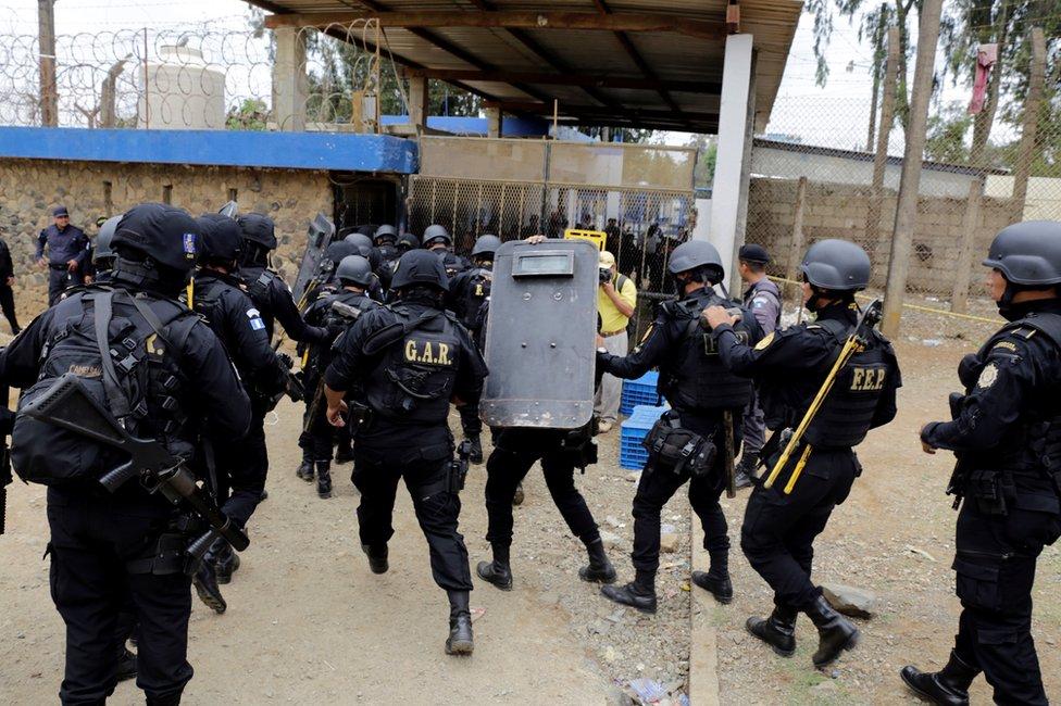 Al menos 7 muertos deja tiroteo en cárcel de Guatemala
