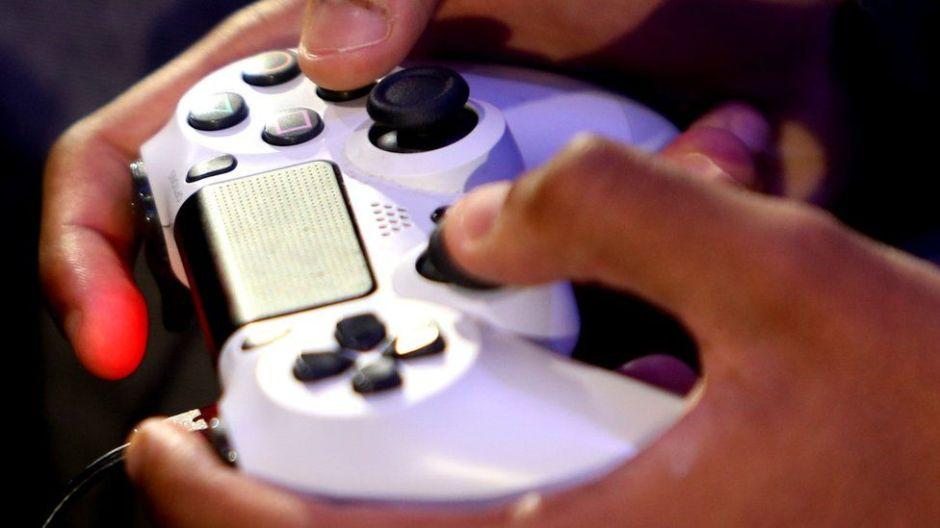 Microsoft y Sony ponen sus rivalidades a un lado para aliarse en los videojuegos en línea
