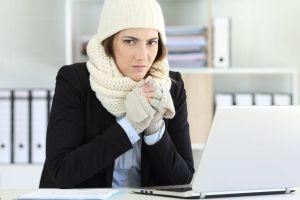 Por qué hombres y mujeres pelean por el aire acondicionado en la oficina