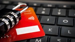 Cómo puedes prevenir que te clonen la tarjeta bancaria y te roben tus datos