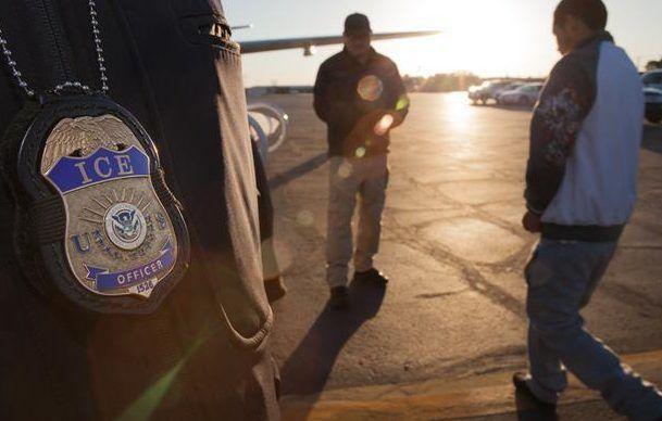 Latinos arriesgaron la vida en su trabajo. Les robaron el sueldo. Y ICE les ha deportado