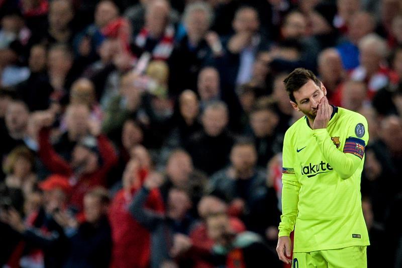 Seguidores del Barcelona increpan e insultan a Messi en el aeropuerto