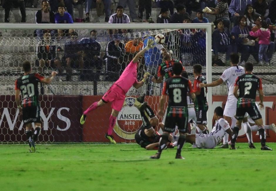 Portero de equipo chileno comete increíble 'oso' en la Copa Libertadores
