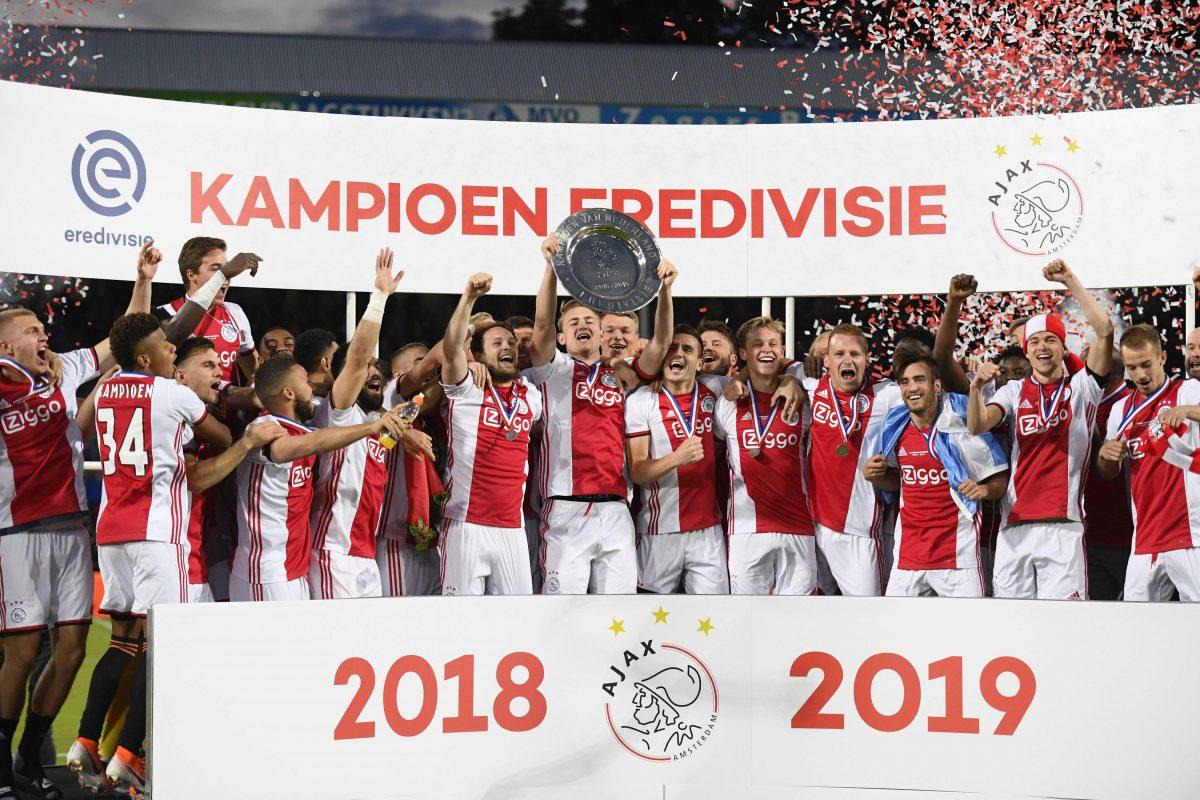 Ajax es campeón de la Eredivisie y destrona al PSV, equipo del Chucky Lozano