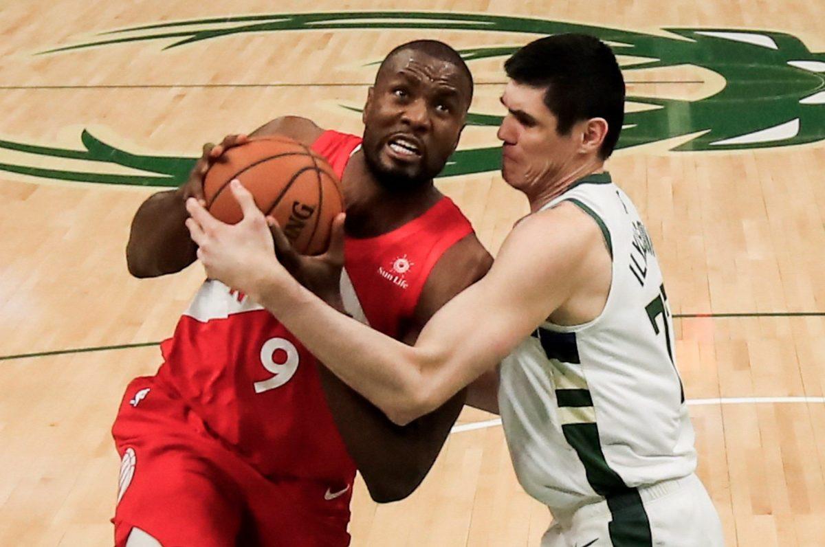 Serge Ibaka de los Raptors de Toronto busca su primer campeonato de la NBA ante Golden State.