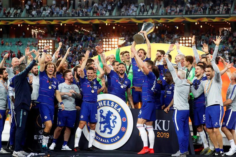 La Miss BumBum de Reino Unido promete posar desnuda si el Chelsea gana la Champions League