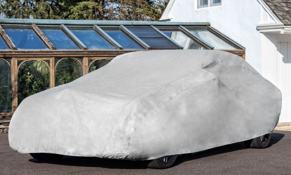 Los 6 mejores productos para proteger tu auto cuando lo estacionas en el exterior