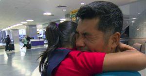 VIDEO: El emotivo reencuentro de una niña de 7 años con su padre migrante