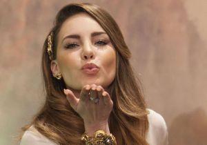 Belinda enamora a fans mostrando sus encantos con una blusa transparente