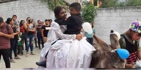 """La historia detrás de la boda de un """"niño"""" en Acapulco que se hizo viral"""