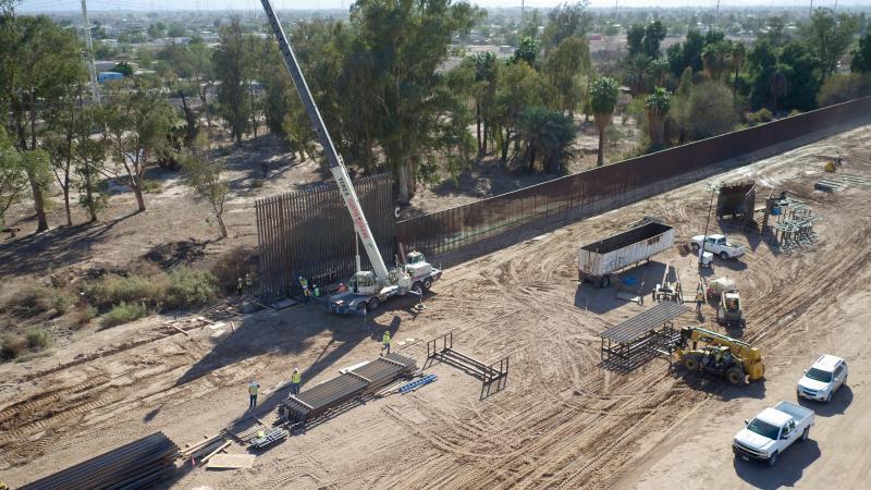 Corte federal de California ordena suspender la construcción del muro de Trump