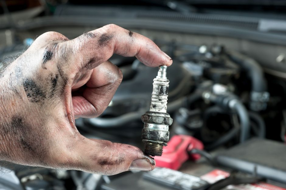 ¿Para qué sirven las bujías del auto y cuándo debemos cambiarlas?
