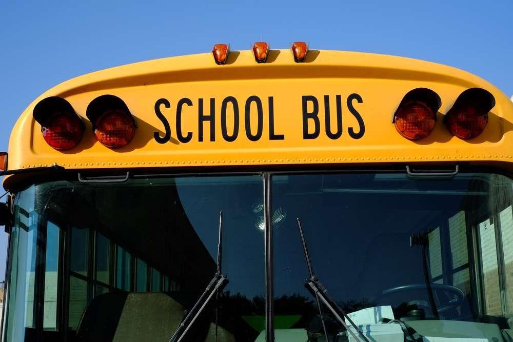 El autobús escolar estaba en la cuadra 6600 al sur de la avenida Stony Island a las 11:35 am cuando fue alcanzado por las balas.