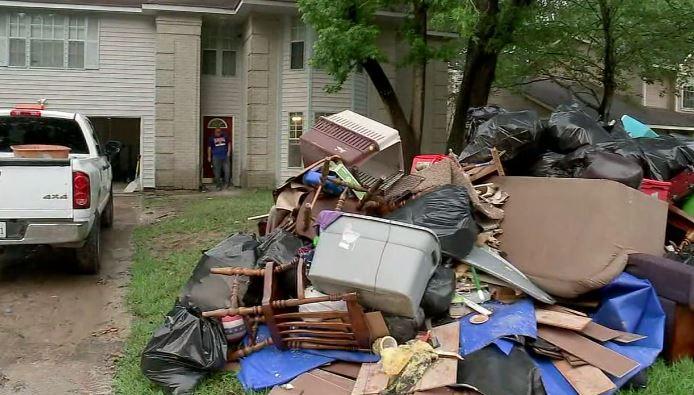 Houston: Residentes de Kingwood comienzan a abandonar  sus casas