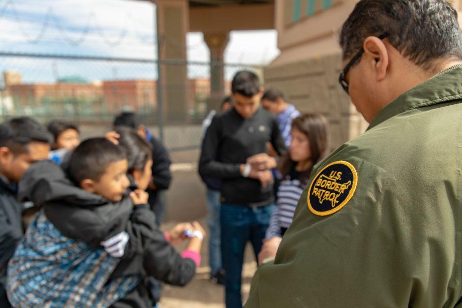 Editorial: La otra cara de la crisis humanitaria en la frontera