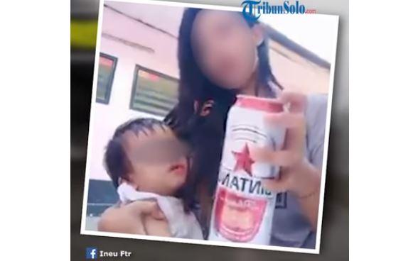 Mujer da cerveza a su bebé para que se duerma y genera indignación en redes sociales