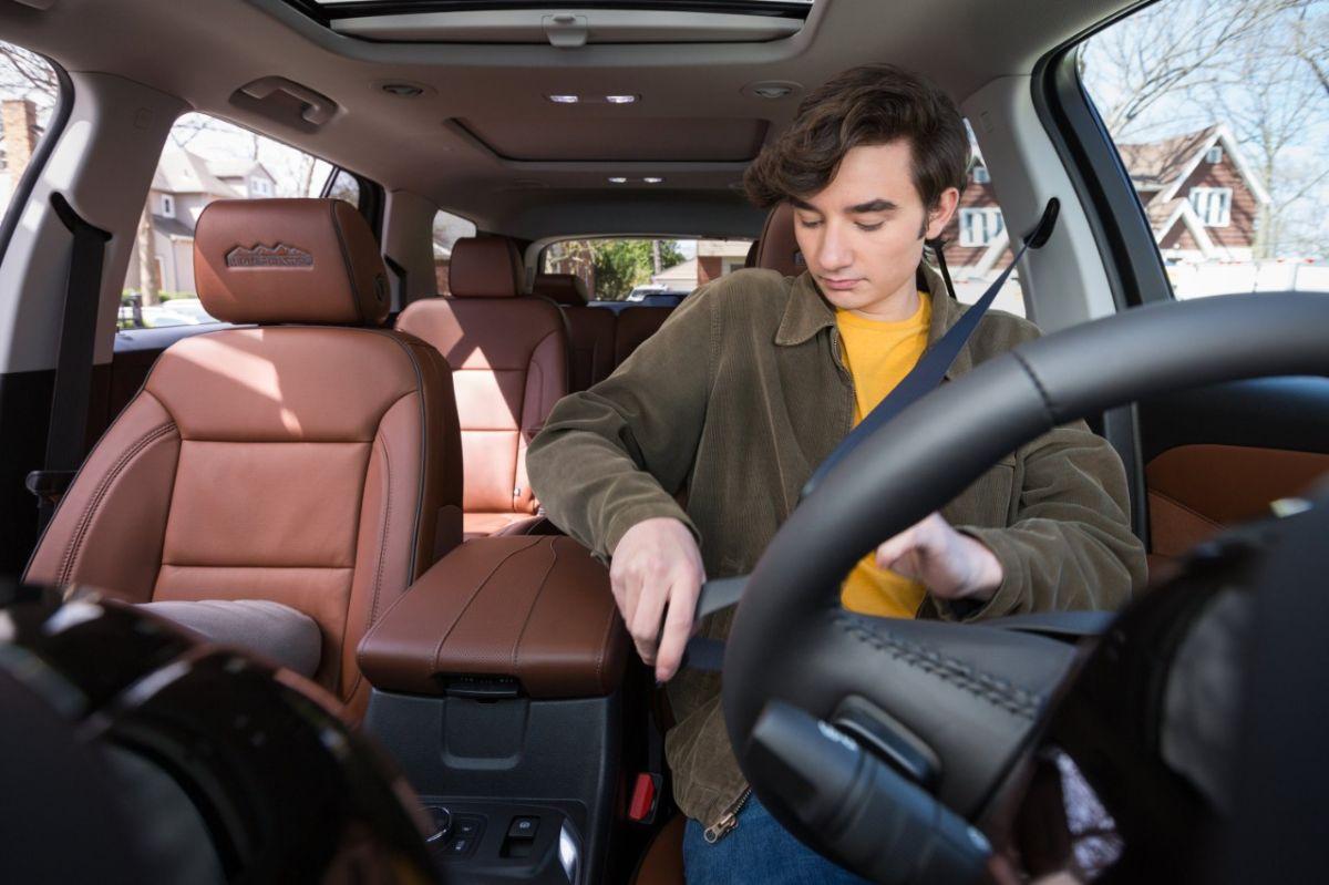 ¿Conviene excluir a mi adolescente de la poliza de seguro de mi auto?