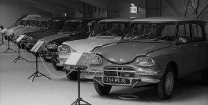 Hay que ser fanático: Conoce al hombre que tiene 110 Citroëns... y armó un museo en Francia para ellos