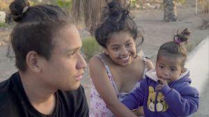 Jóvenes filman el Éxodo de una madre que llegó a EEUU con la primera caravana migrante