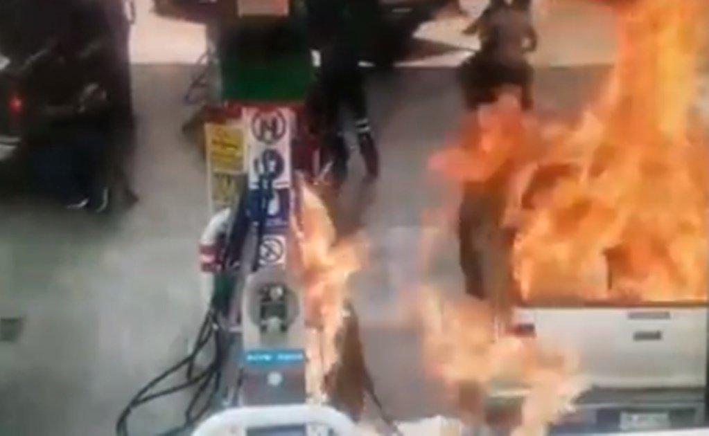 La menor fue envuelta por las llamas.