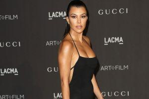 Kourtney Kardashian y su pronunciado escote que le llegó hasta su retaguardia