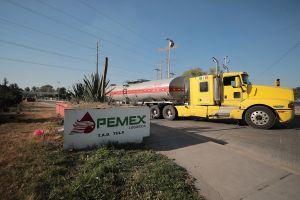 Romero Deschamps podría dejar sindicato de Pemex por investigaciones en su contra