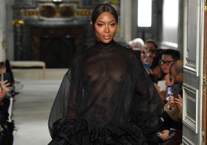 Famosos se rinden ante el nuevo desnudo de Naomi Campbell, cubierta sólo con su cabello
