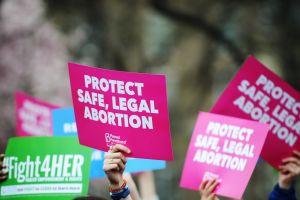 Las nuevas restricciones al aborto afectan a las latinas en más formas de lo que pensamos