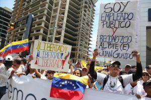 Un muerto y más de un centenar de heridos durante protestas en Venezuela