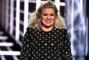 Kelly Clarkson: Ingresa de urgencia en el hospital por apendicitis, tras presentar la gala de los Billboard