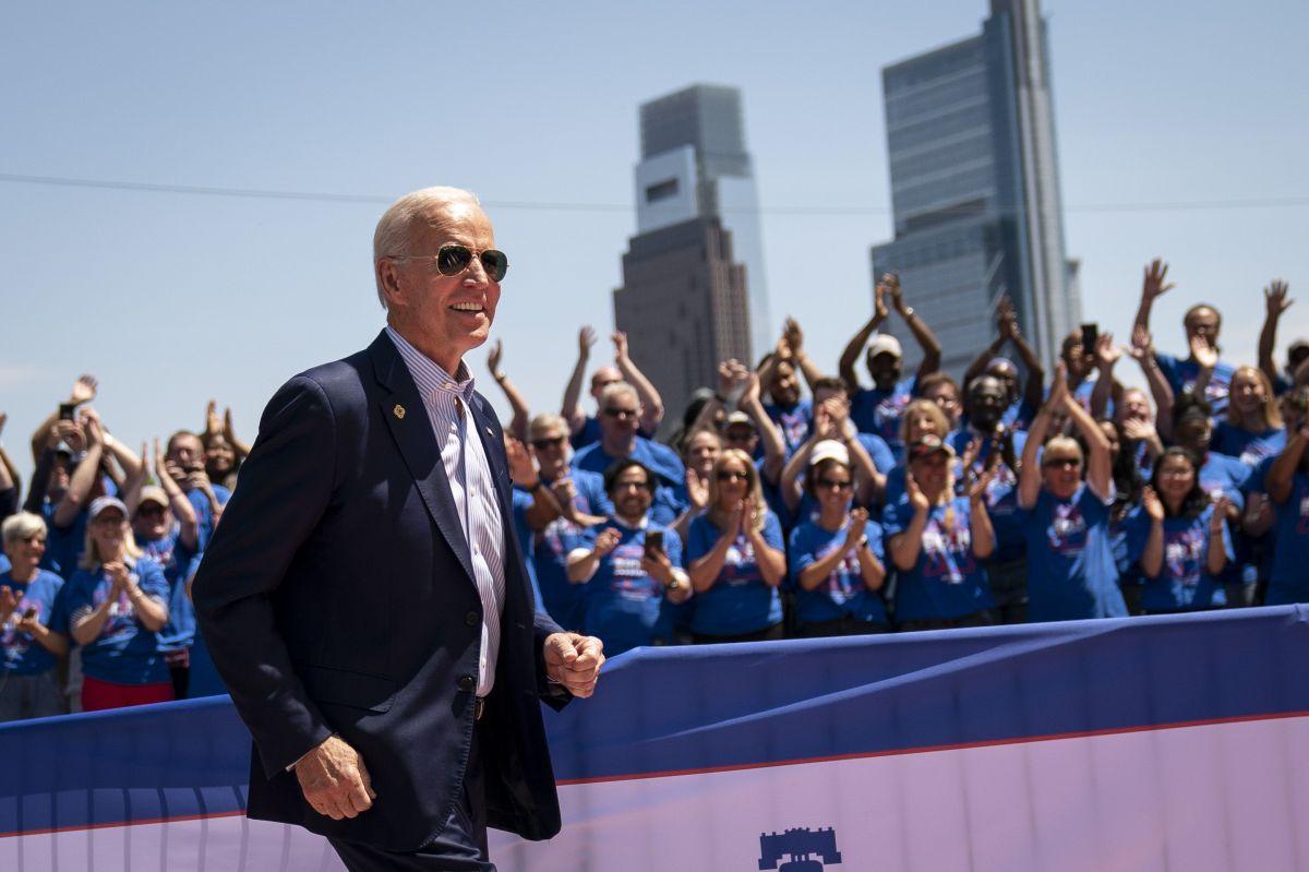 De Blasio y 11 pre candidatos más en el foso frente a Biden en último sondeo nacional