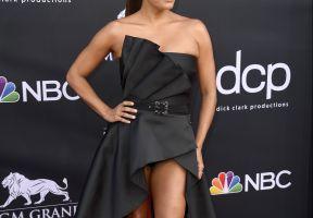 ¡Qué piernas! Eva Longoria las mostró hasta arriba con un sensual vestido