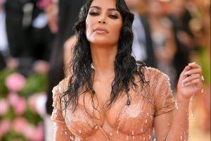 Nunca un 'milkshake' fue tan sexy como en las manos de Kim Kardashian