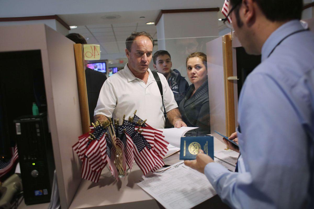 Se trata de los cónyuges de los inmigrantes con visa de trabajo H-1B