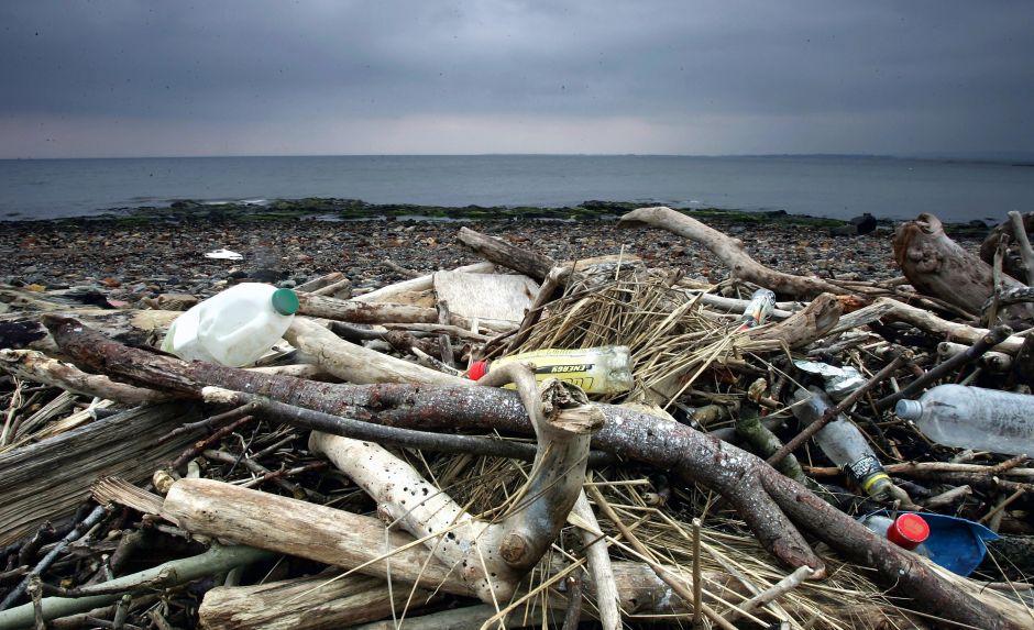 Islas Cocos, un paraíso cubierto por 977,000 zapatos y 373,000 cepillos de dientes