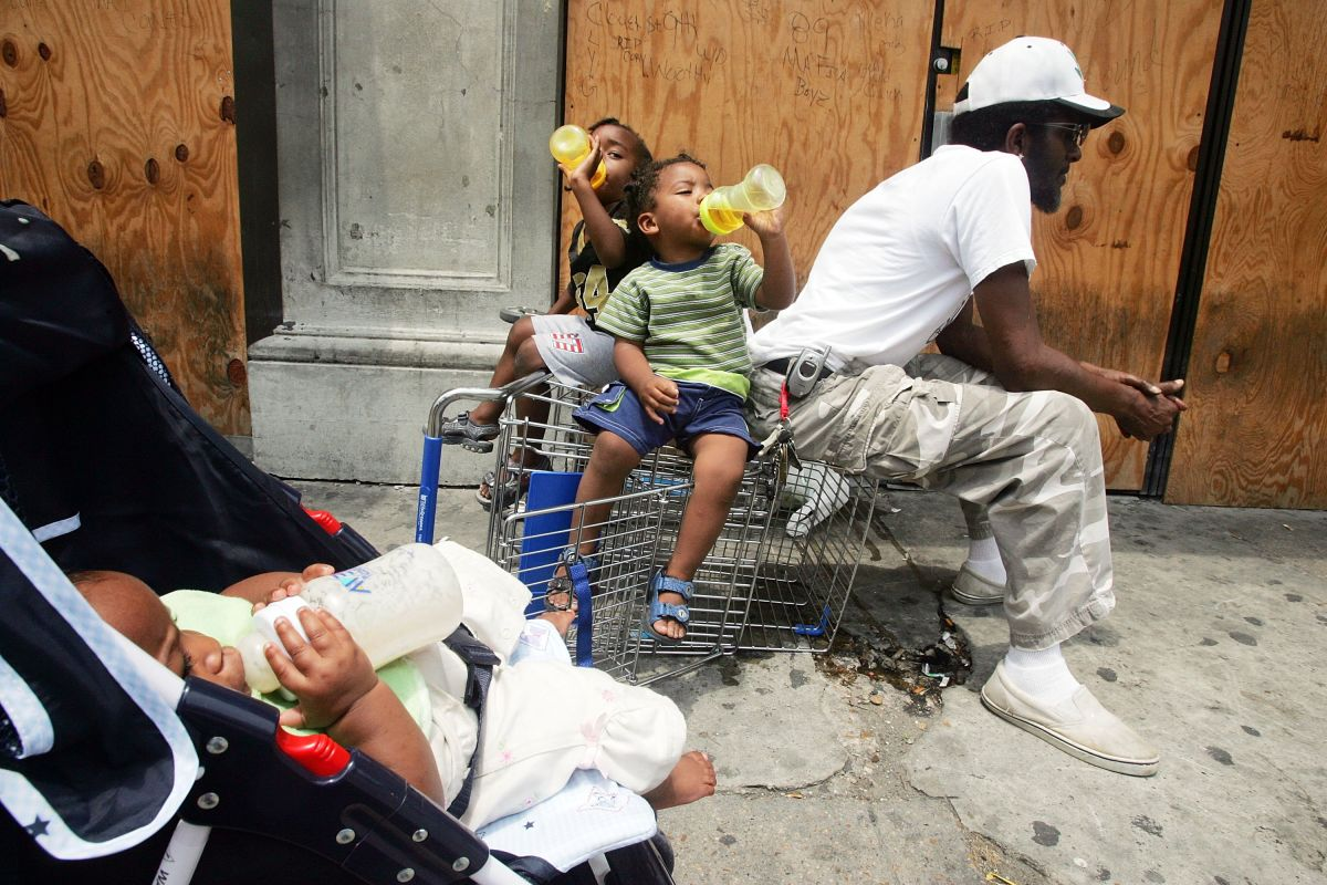 Pobreza en EEUU: 13 millones de niños con hambre pero los ricos pagan menos impuestos