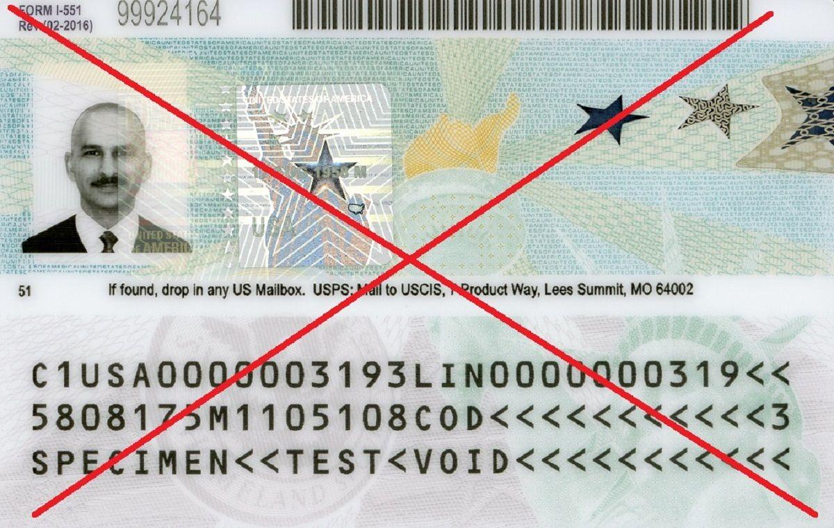 """Para una persona deportada podría ser más difícil obtener una """"green card""""."""