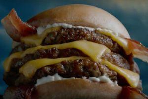 Carl's Jr ofrece una hamburguesa con más de 17 onzas de carne
