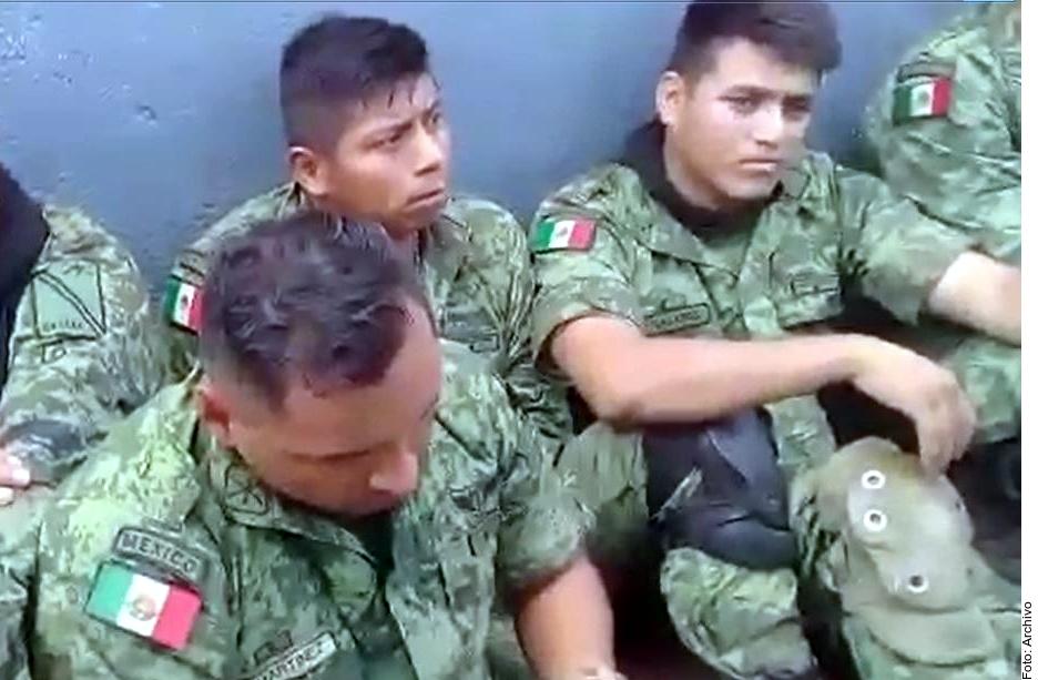 Los militares fueron desarmaados y retenidos en La Huacana.