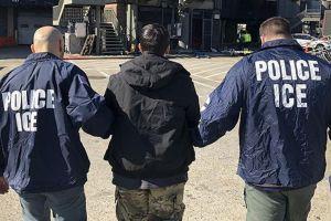"""Denuncian que ICE pidió capturar a más de dos millones de personas debido a un """"grave error"""""""