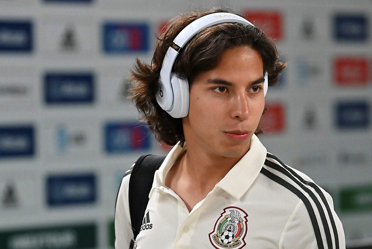 Diego Lainez no ha levantado ni en el Betis español ni en la selección mexicana.