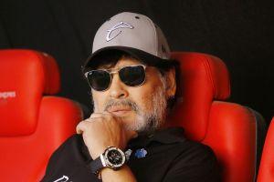 Diego Armando Maradona viajó a Argentina y fue retenido en migración