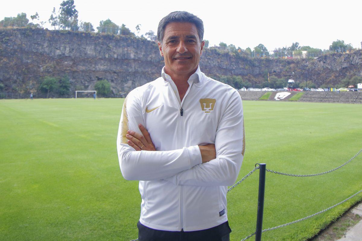 Pumas presenta a Míchel, quien apostará por la cantera histórica del fútbol mexicano