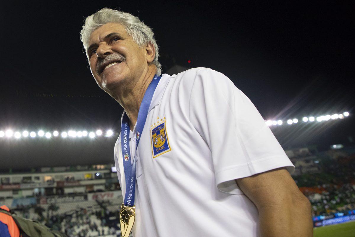 Aficionados de los Tigres de la UANL quieren homenajear al Tuca Ferretti..
