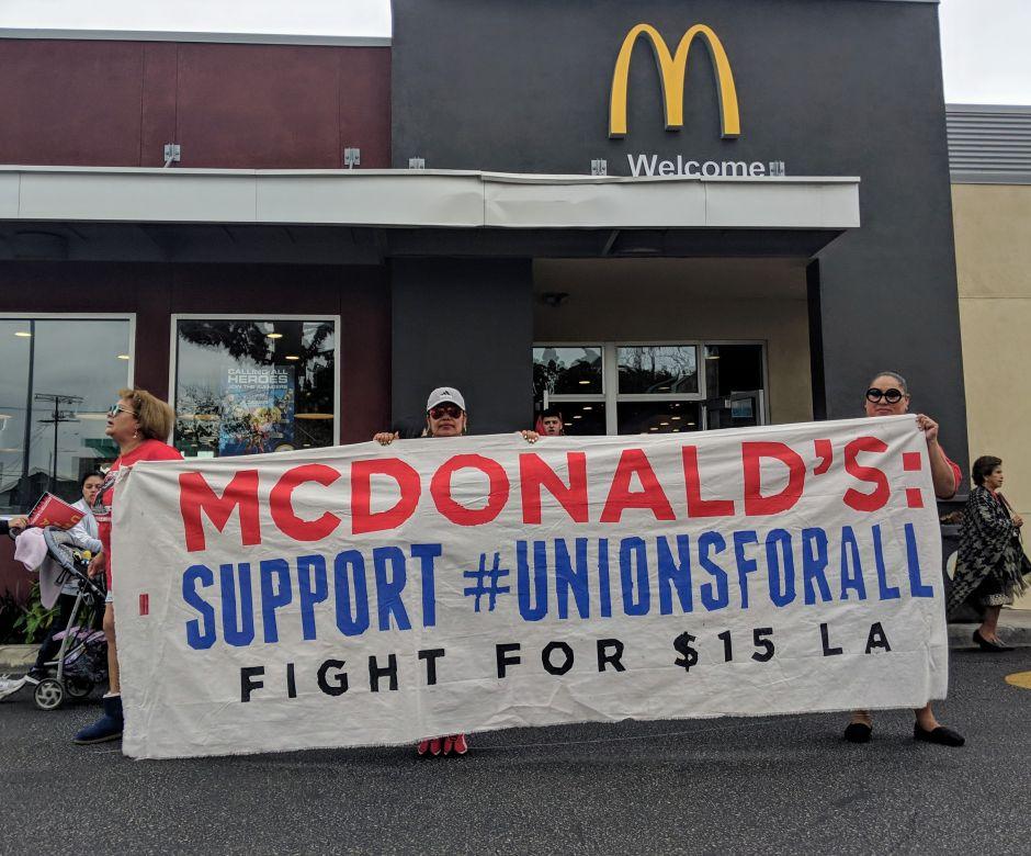 Empleados de McDonald's quieren sindicalizarse