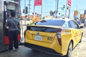 Golpe a taxistas y repartidores de comida en LA