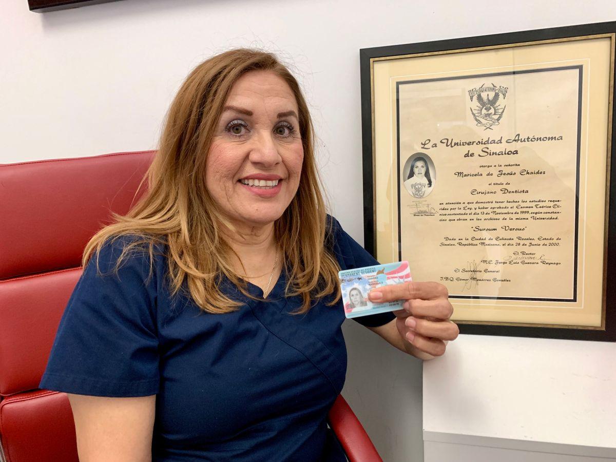 Madre inmigrante recibe el mejor regalo de su vida, la residencia permanente