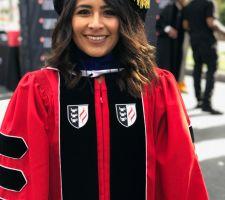 Esfuerzo DACA: joven inmigrante se gradúa como doctora en educación