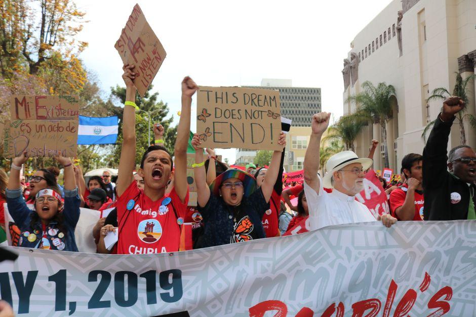 Marcha multitudinaria refleja la lucha y la resistencia del pueblo migrante en Los Ángeles