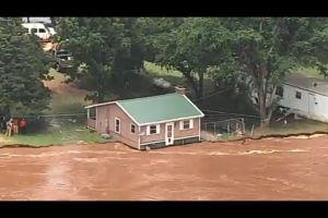 Inundaciones en Oklahoma: Casas completas caen al río Cimarron